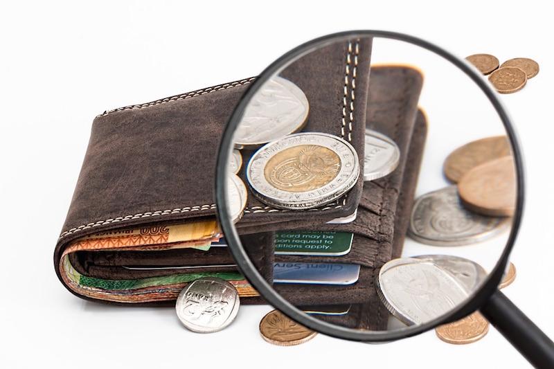 Gli italiani sono affezionati al contante, che vale il 52% delle transazioni