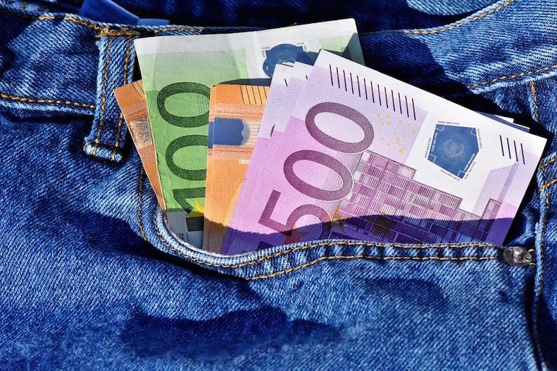 La tredicesima aumenta, ma i risparmi calano: i conti in tasca agli italiani